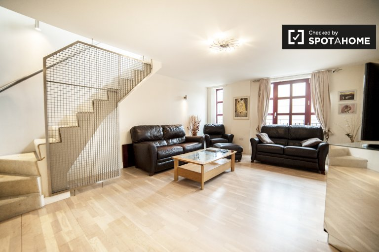Stylish 2-bedroom apartment with terrace for rent in Shoreditch