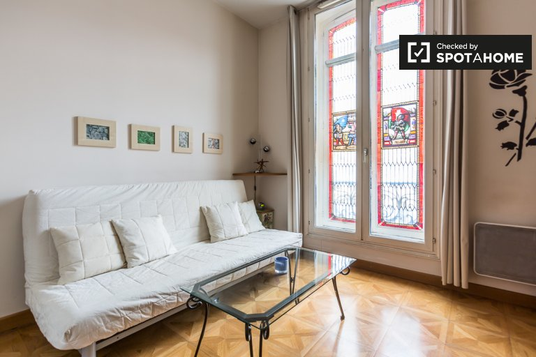 Charming studio apartment for rent near Gare Saint-Lazare in Paris 8