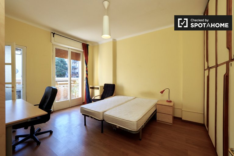 Twin Beds in Furnished Flat with 5 bedrooms and large terrace in Citta Studi district