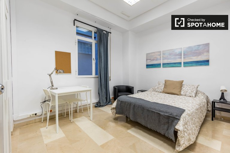Quarto moderno em apartamento de 7 quartos Ciutat Vella, Valência