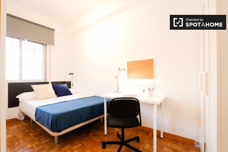Habitación luminosa en alquiler en Embajadores, Madrid