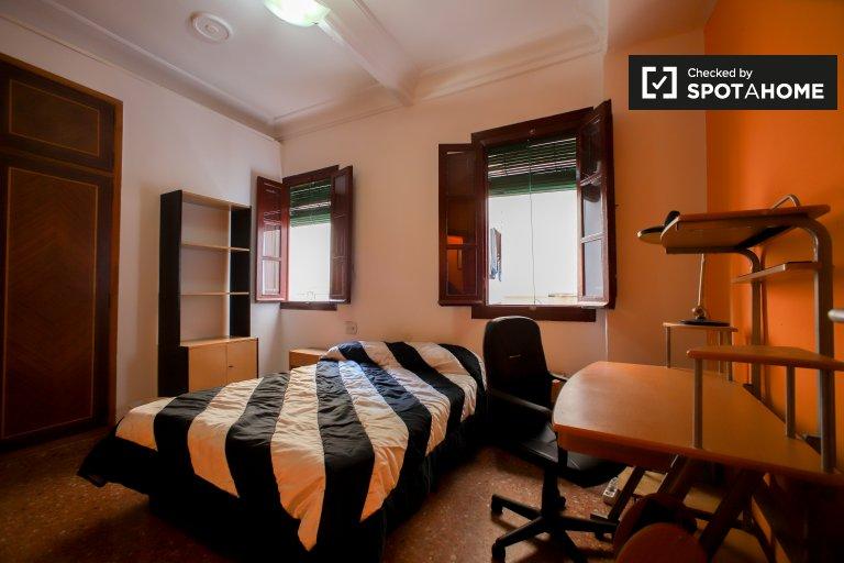 Przytulny pokój w apartamencie z 2 sypialniami w L'Olivereta w Walencji
