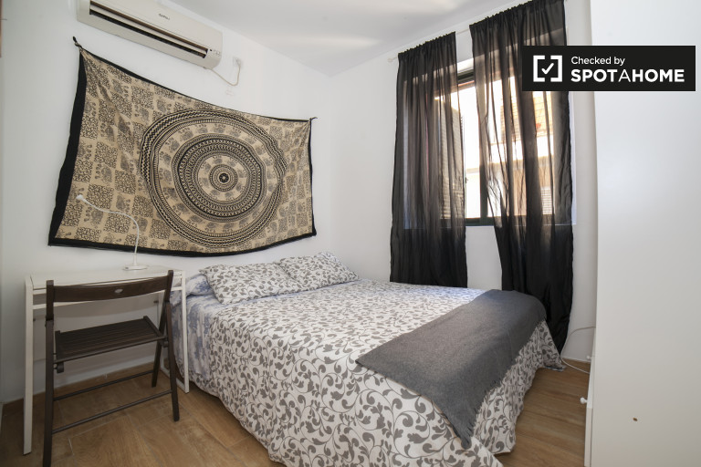 Double Bed in Rooms for rent in stylish 2-bedroom apartment in Encarnación