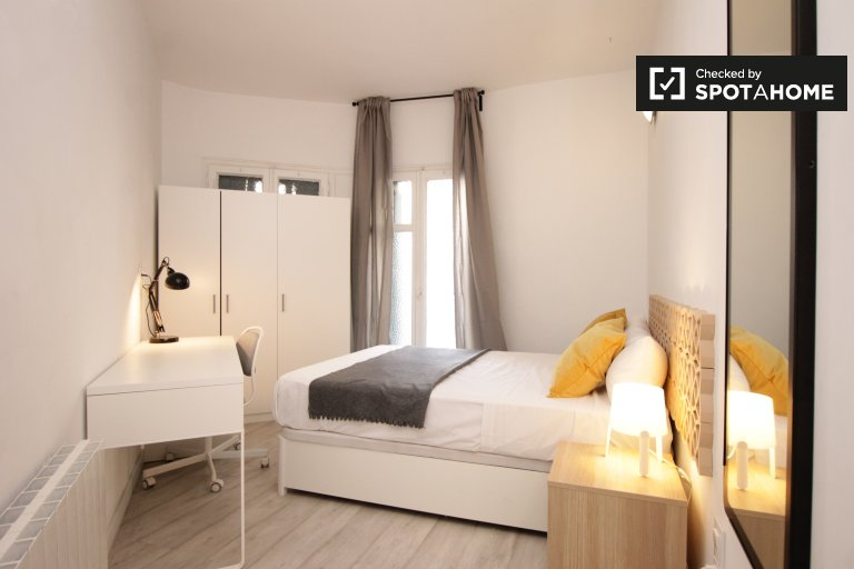 Quarto mobiliado em apartamento de 6 quartos em Eixample Dreta