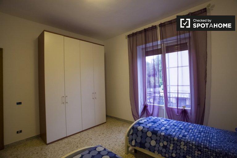 Zweibettzimmer zu vermieten, 4-Zimmer-Wohnung, Monte Sacro, Rom