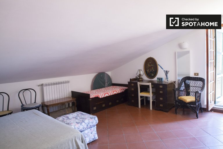 Przestronny pokój w apartamencie w Ciampino w Rzymie
