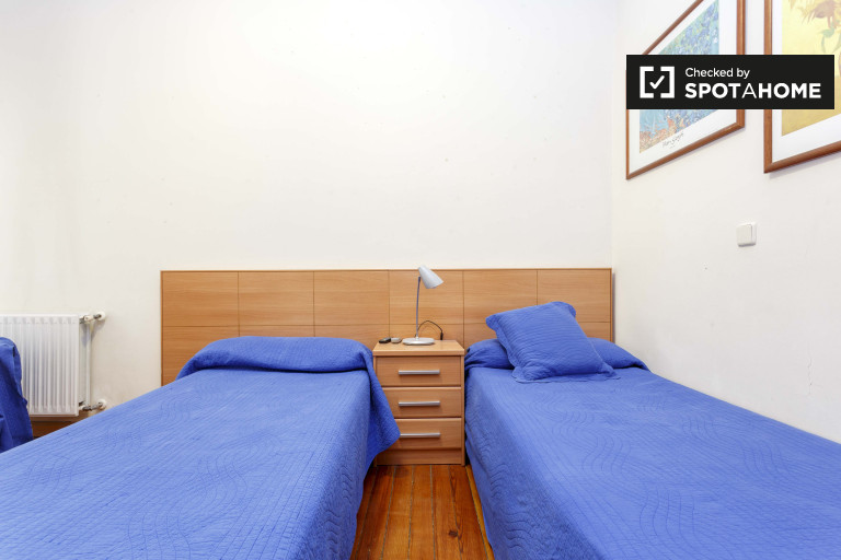 Gran habitación en un apartamento de 12 habitaciones en Atocha, Madrid
