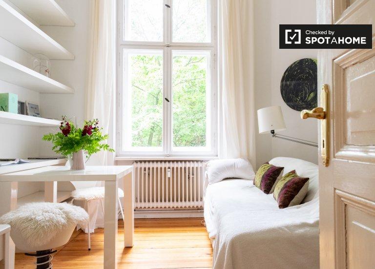 Tidy room 3-room apartment Charlottenburg-Wilmersdorf Berlin