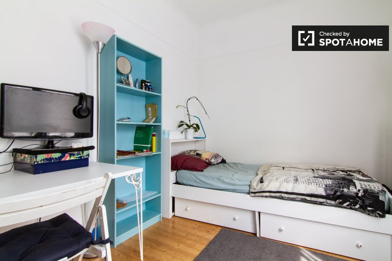 Chambre dans un appartement de 2 chambres dans le 8ème arrondissement de Paris