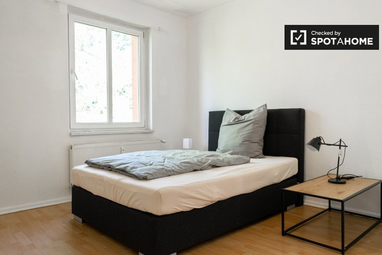 Room for rent in apartment with 2 bedrooms in Lichtenberg
