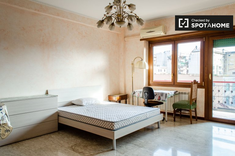 Spacious room in 2-bedroom apartment in Quadraro Furba, Rome