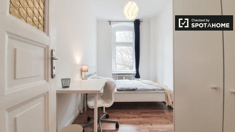 Zimmer zur Miete in einer Wohnung mit 6 Schlafzimmern in Moabit, Berlin