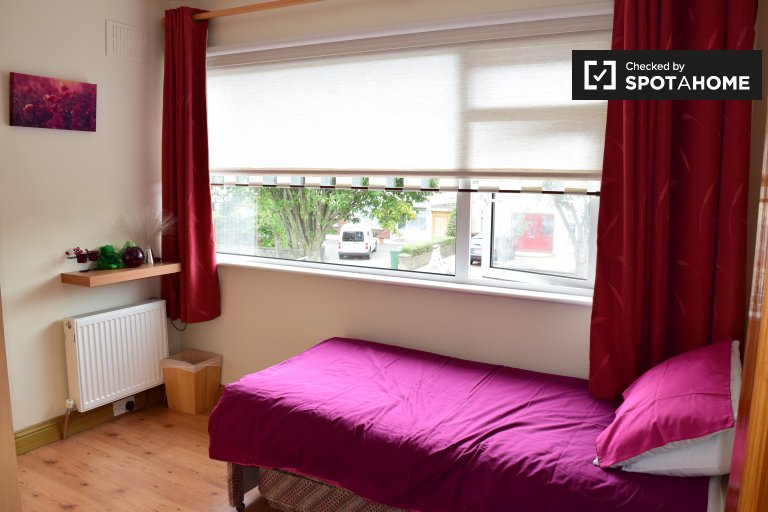 Single Bed in Rooms to rent in modern 4-bedroom house in Clondalkin