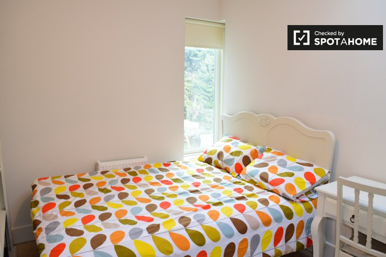 Room in shared apartment in Mount Merrion, Dublin