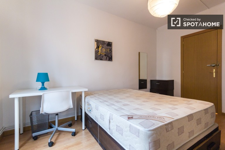 Double Bed in 6 spacious rooms in sunny shared apartment close to Atocha station