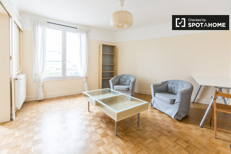 Bright 2-bedroom apartment for rent in the 17th arrondissement
