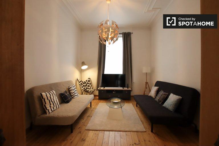 Spokojny apartament z 2 sypialniami do wynajęcia w Saint-Gilles