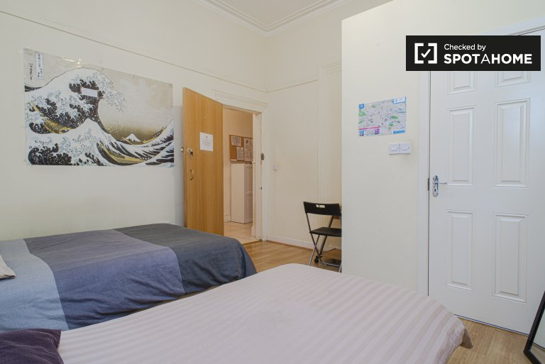 Tidy room for rent in 4-bedroom apartment in Stoneybatter