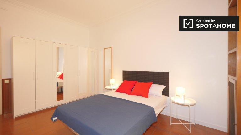 Schönes Zimmer in 7-Bett-Wohnung in Eixample Esquerra zu vermieten