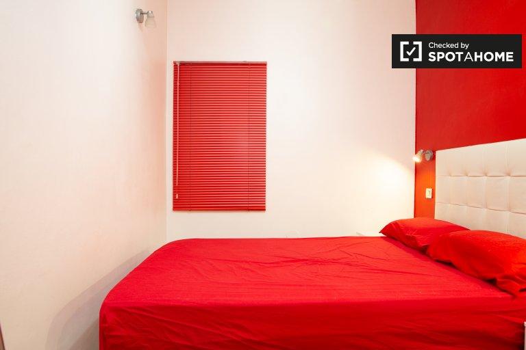 Acogedora habitación en apartamento de 3 dormitorios en Sant Andreu, Barcelona.