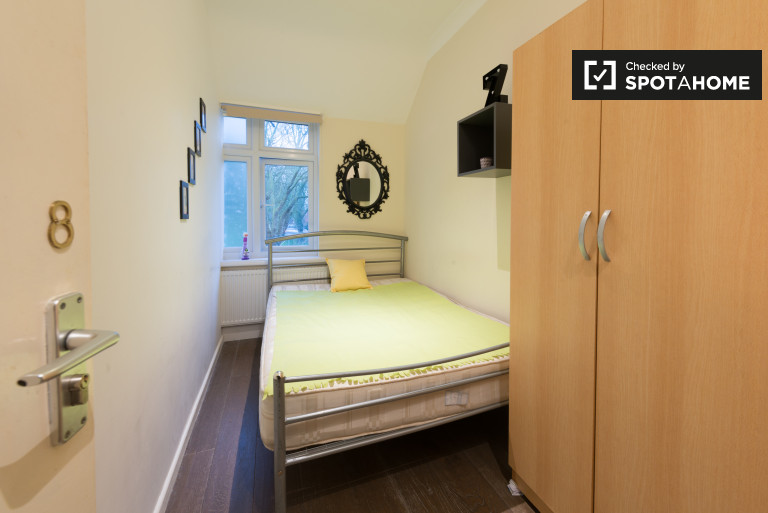 Bedroom 8 - double bed