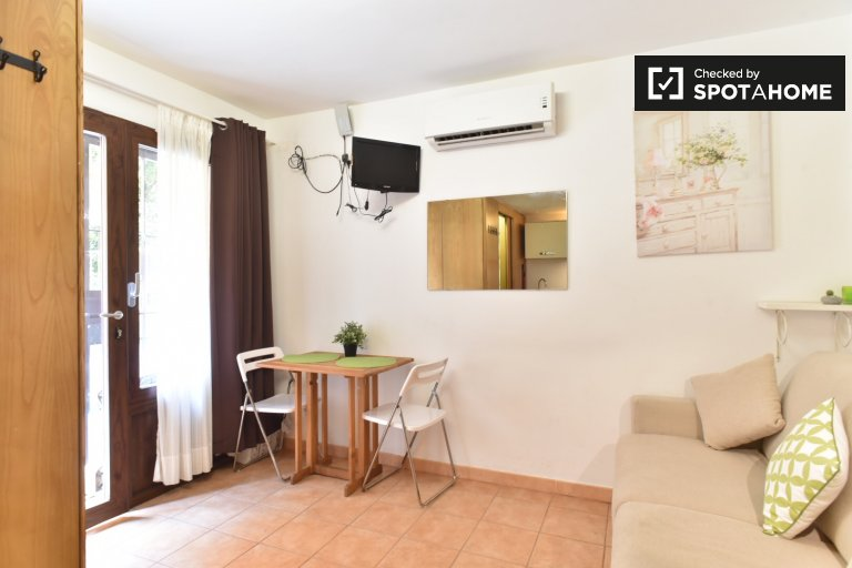 Cosy and modern studio with AC for rent in Balduina, Rome