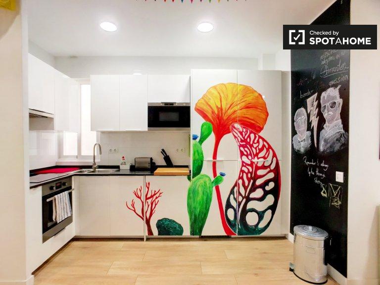 Apartament z 3 sypialniami i 2 łazienkami z bezprzewodowym dostępem do Internetu w Atocha