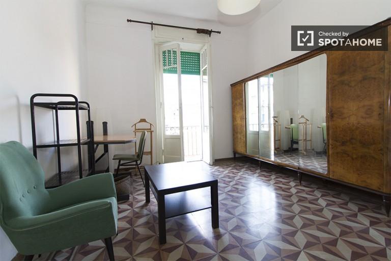Camera da letto 3 con letto singolo e accesso al balcone