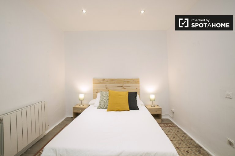 Elegante habitación en alquiler en apartamento de 5 dormitorios en Gràcia.