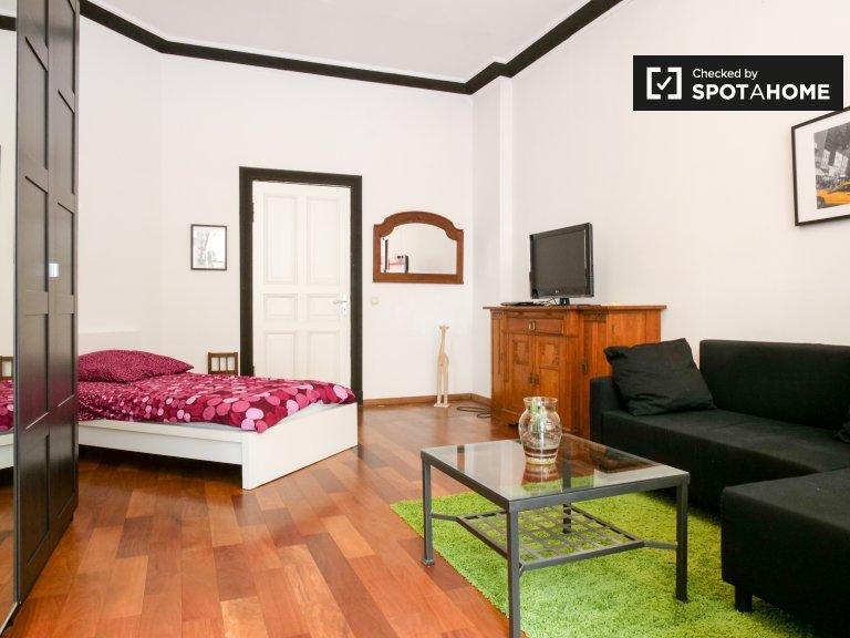 Chambre lumineuse appartement de 4 chambres à Charlottenburg-Wilmersdorf