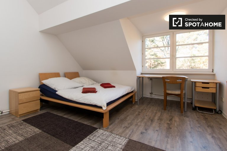 Lindo quarto para alugar em Zehlendorf, Berlim