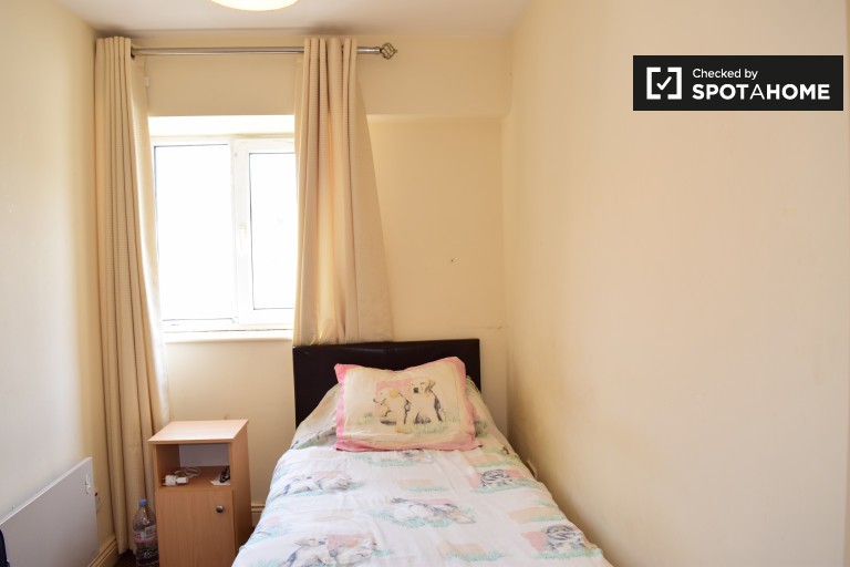 Single Bed in Rooms for rent in a 4-bedroom apartment with balcony in the city center - Saint Stephens Green