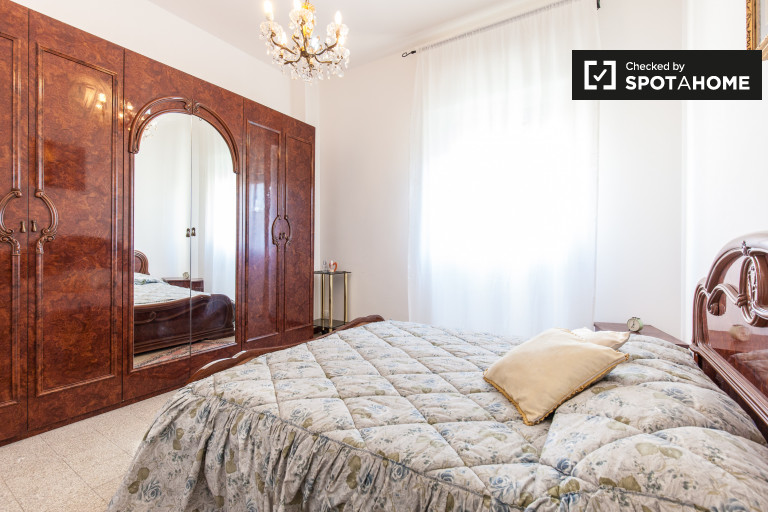 Doppelzimmer mit Heizung in Wohnung in Libia, Rom