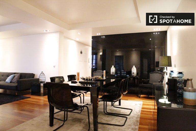 Santa Maria Maior'da kiralık modern 3 yatak odalı daire.