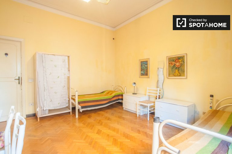 Spacious room in 6-bedroom apartment in Parioli, Rome