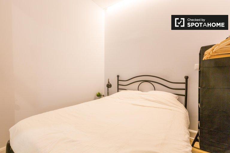 Pokoje do wynajęcia w 3-pokojowym mieszkaniu w Arroios, Lizbona
