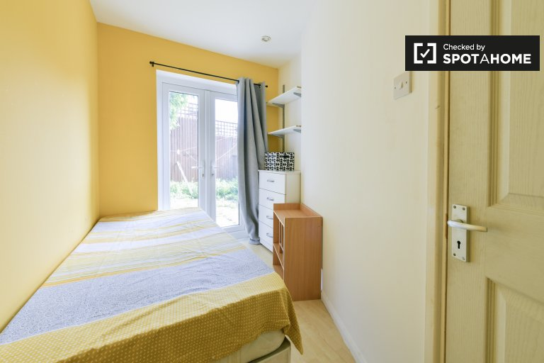 Quarto em apartamento de 4 quartos em Isle of Dogs, Londres