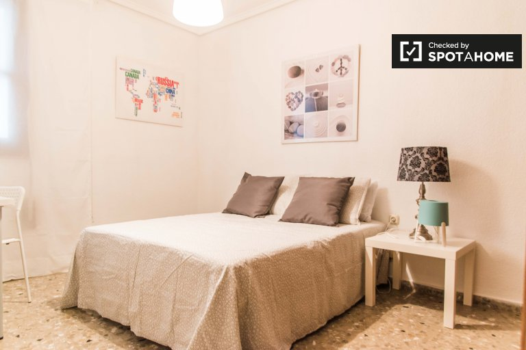 Lovely room for rent in Patraix, Valencia