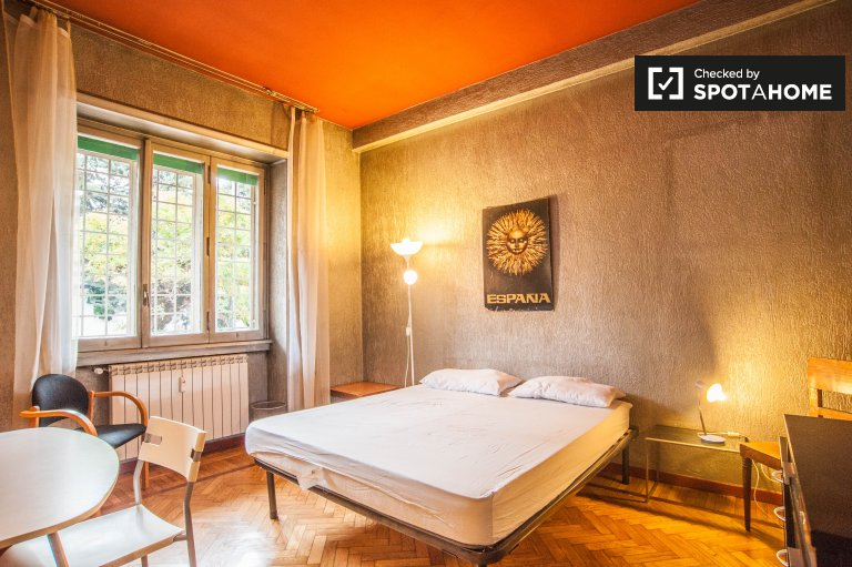 Double Bed in Rooms for rent in a charming 3-bedroom apartment in Parioli