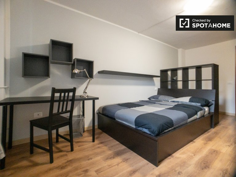 Room for rent in 10-bedroom apartment in Precotto, Milan
