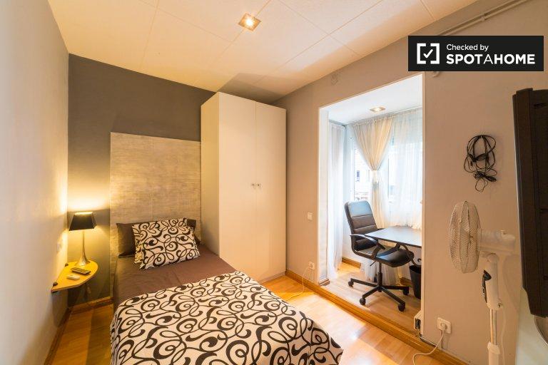 Cozy room in 2-bedroom apartment in Poble-sec, Barcelona