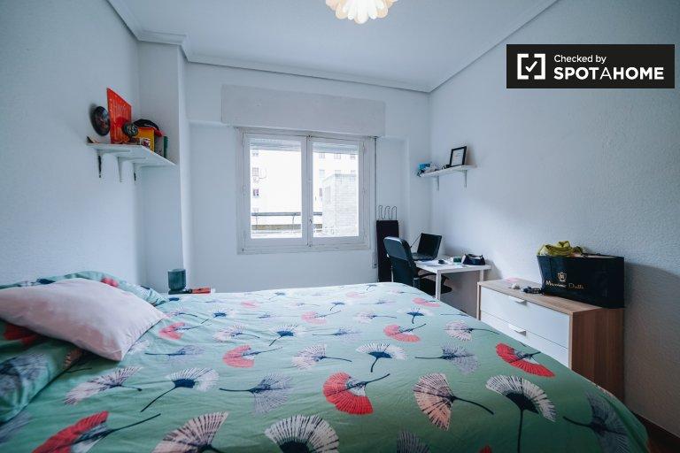 Luminosa camera in appartamento con 2 camere da letto a Guindalera, Madrid