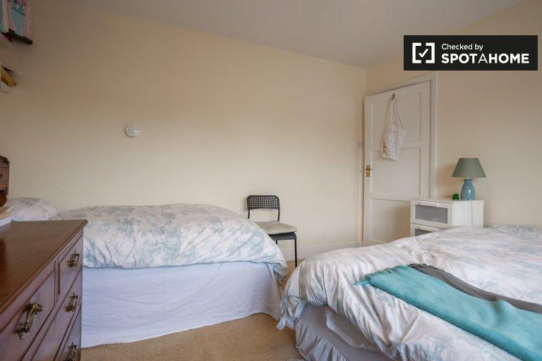 Quarto para alugar em um quarto luminoso de 4 quartos em Sandycove, Dublin