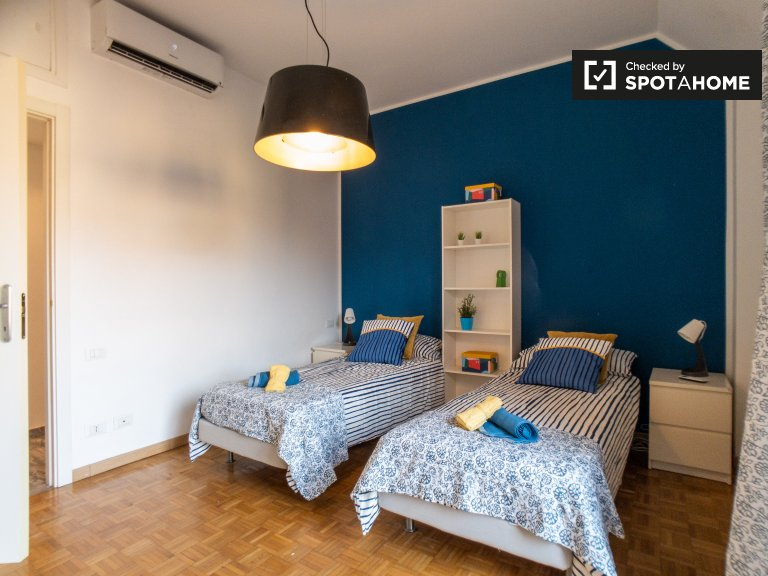 Bed for rent, shared room, apartment with 2 rooms, Vigentino