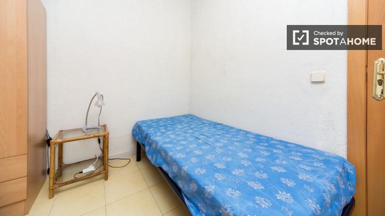 Chambre accueillante dans un appartement partagé à Chamberí, Madrid