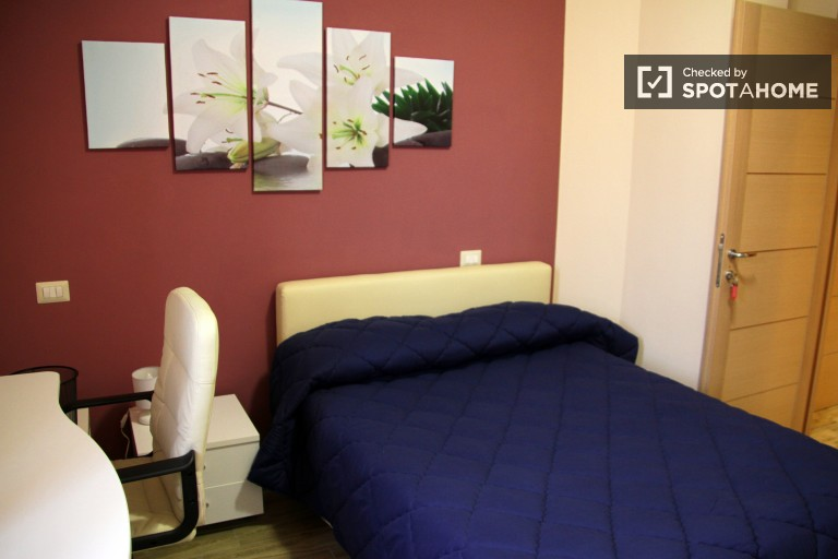 Double Bed in Well furnished bedrooms and suites for rent next to the University of Rome Tor Vergata