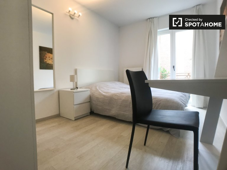 Bright room in 3-bedroom apartment in Center, Brussels
