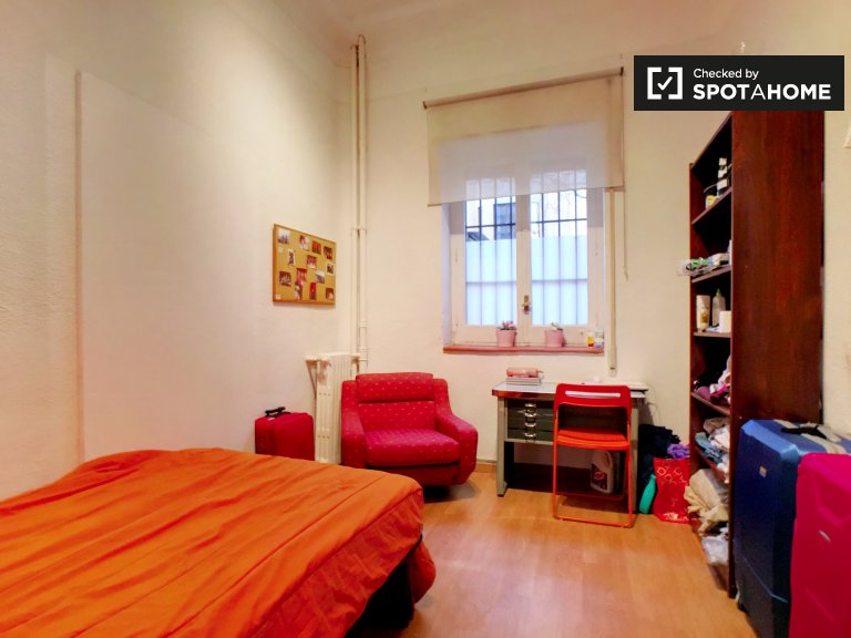 Exterior room for rent in Argüelles, Madrid