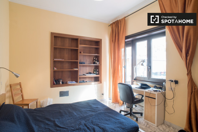 Big room in apartment in quiet area of Rome