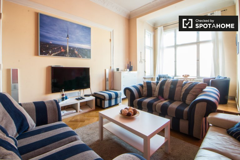 Charming 2-bedroom apartment with balcony for rent in Pankow